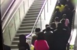 Crowded escalator in China shopping mall abruptly changes direction - 0