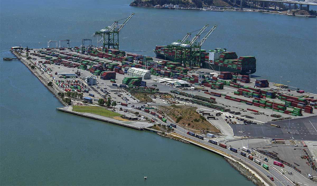 Ship delivering giant container crane makes way to Port of Oakland this week