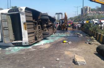 The driver died and four others were injured after the bus overturned in Powai. Picture Courtesy: Saurabh Shukla