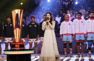 Sunny Leone singing the National Anthem at the Pro-Kabbadi event