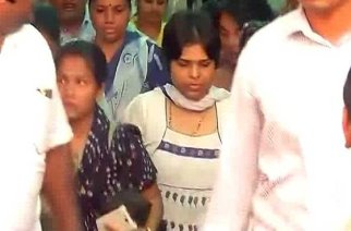 Despite threats of being beaten by chappals, Trupti Desai enters Haji Ali