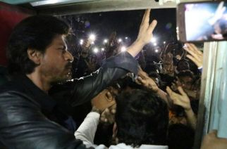 SRK at Vadodara station. Picture Courtesy: SRK Fan Club