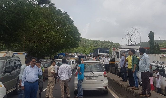 In Pics: Tanker overturns on Ghodbunder Road, vehicular movement halted due to gas leak 6