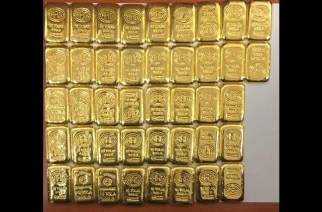 The staffer was caught with 4 kg gold (Representational Image)
