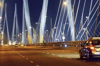 The passenger forced the cab driver to stop on the sealink and jumped off the bridge after getting down (Representational Image. Courtesy: amazingindiablog.in)