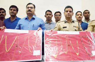 Navi Mumbai Police with the recovered gold chains