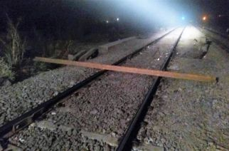 The piece of rail that was blocking the main track. Picture Courtesy: Rajendra B. Aklekar