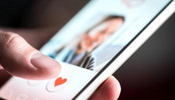 online-dating-shutter-stock-dating-app-tinder-hinge-bumble-romance-modern-romance