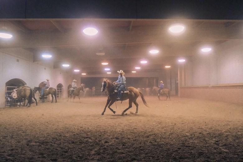 cooling down at cowtown coliseum rodeo. | photo by dean hinnant (ig: @dean_hinnant)