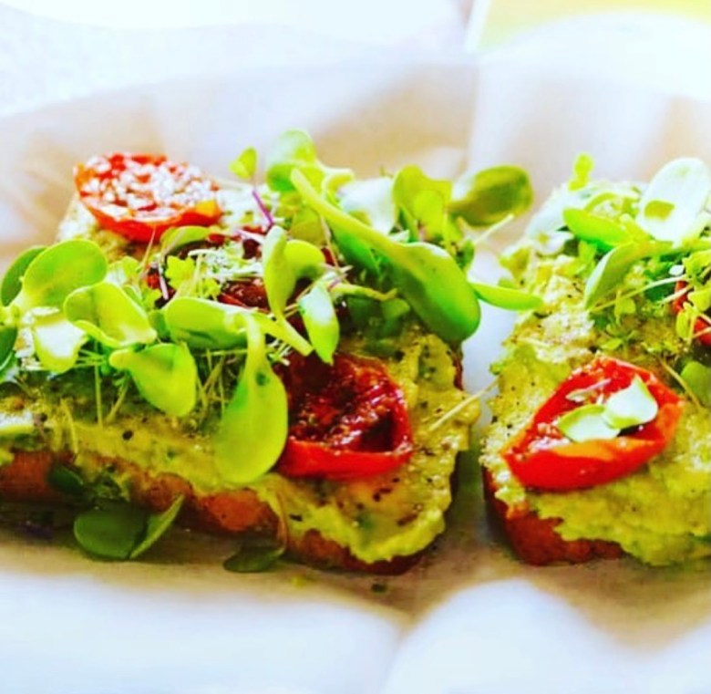 us millennials gotta have our avocado toast! and salubrious juice has gotta go on your list of best healthy places to eat in frisco; it's on ours!   via @salubriousjuice on instagram