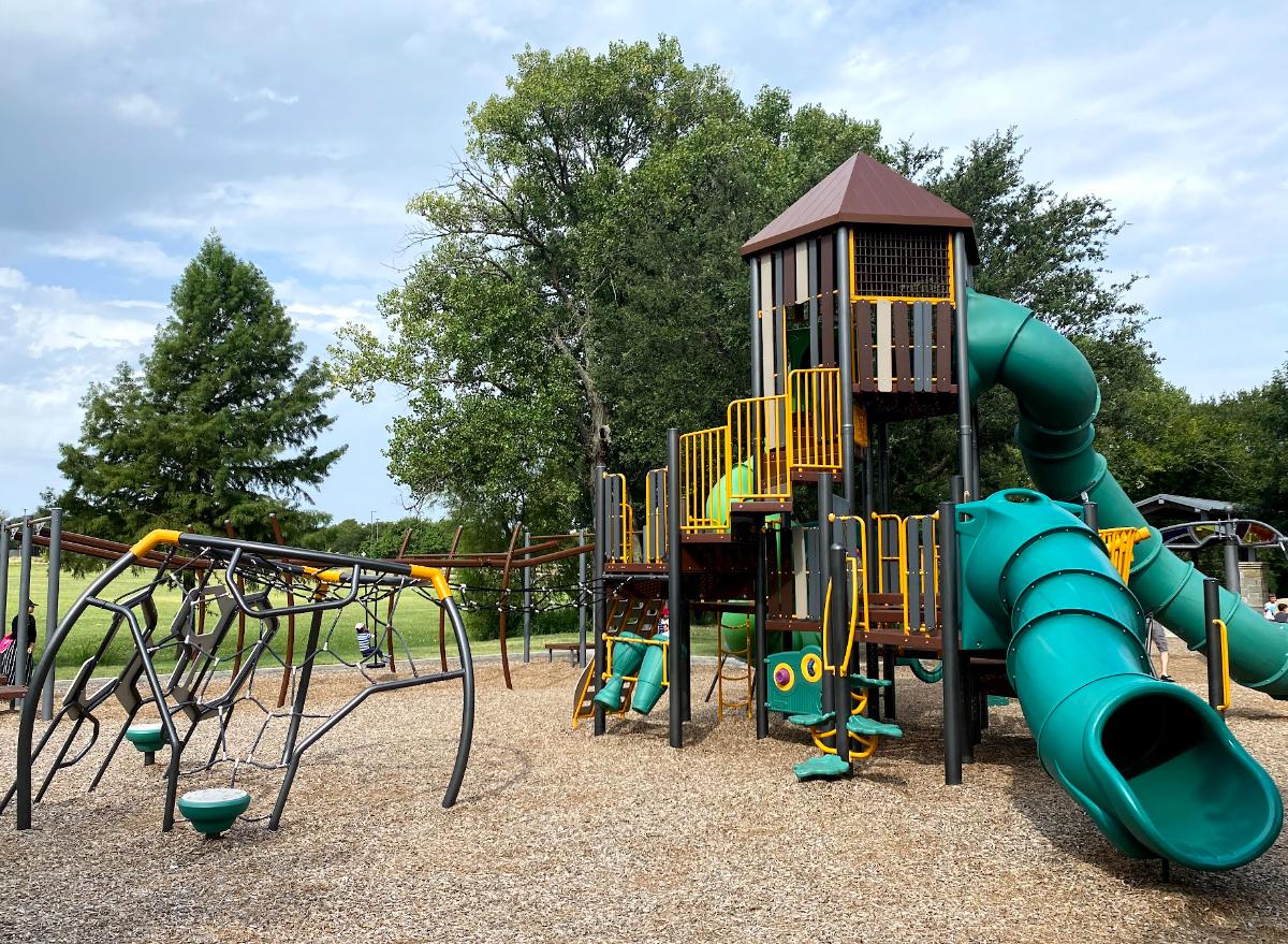bi centennial park, frisco, best playgrounds frisco