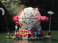 "Begonia Festival Float: ""Miss BUgonia"""