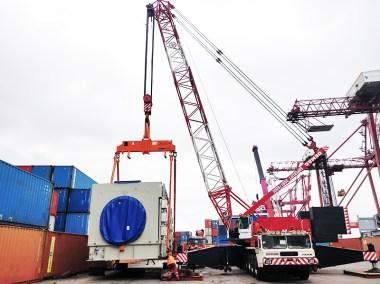 Transport et déchargement d'une turbine de 132 tonnes