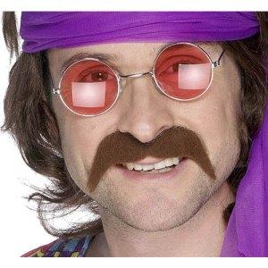 Moustache tendance hippie brune
