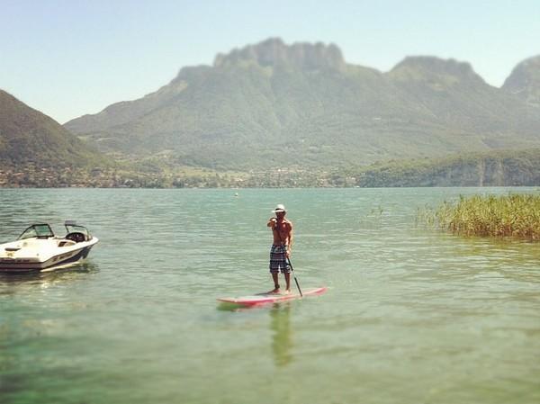 loin de la canicule dans le lac d'Annecy