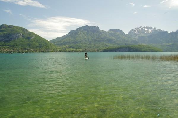 stand up paddle en mai sur le lac d'Annecy