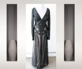 Robe longue noire entièrement perlée, manches longues une robe a paris