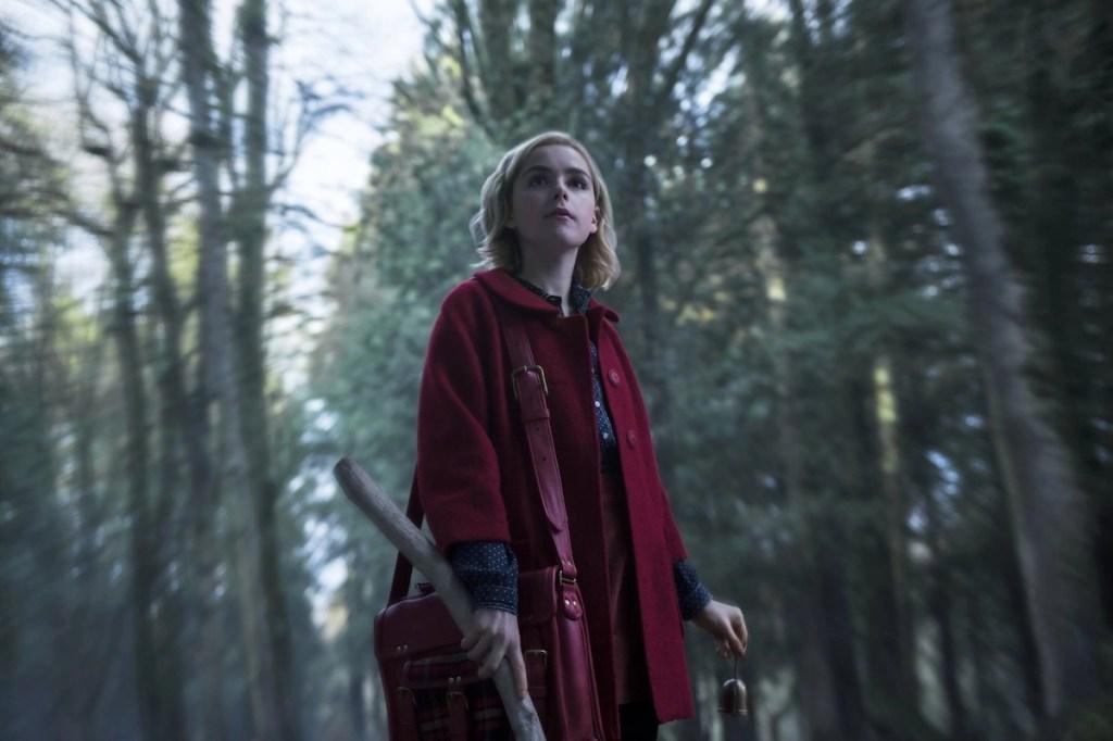 Kiernan Shipka in Le terrificanti avventure di Sabrina 1x01