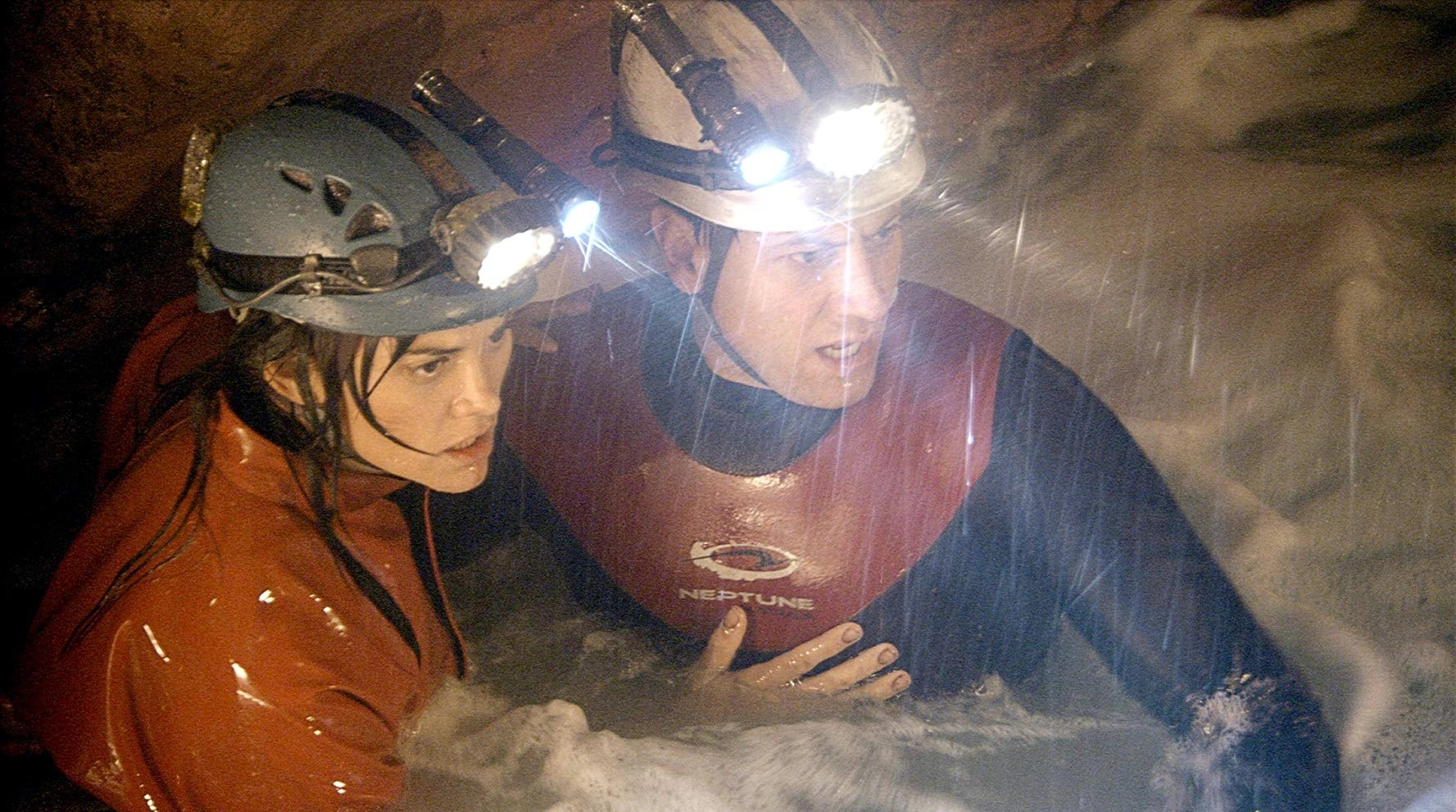 Ioan Gruffudd and Alice Parkinson in Sanctum (2011)