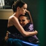 Natalie Portman e Stacy Martin in Vox Lux (2018)