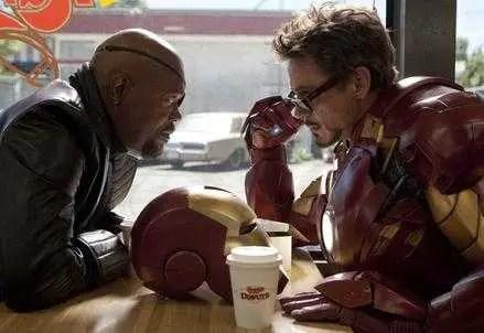 Samuel L. Jackson e Robert Downey Jr. in una scena del film - Iron Man 2
