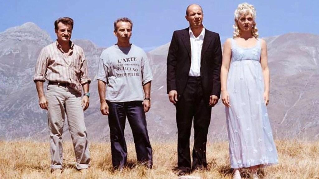 Aldo, Giovanni, Giacomo e Marina in una scena del film - Così è la vita