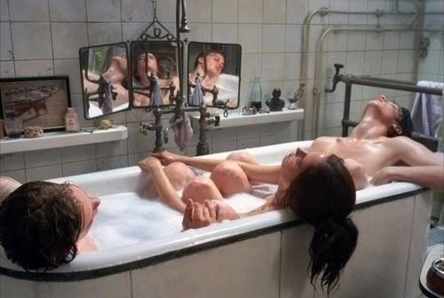 corpi nudi eva green vasca film erotico
