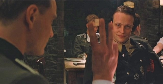 scena della locanda bastardi senza gloria (2009)