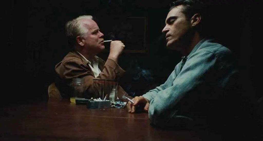 Philip Seymour Hoffman e Joaquin Phoenix in The Master