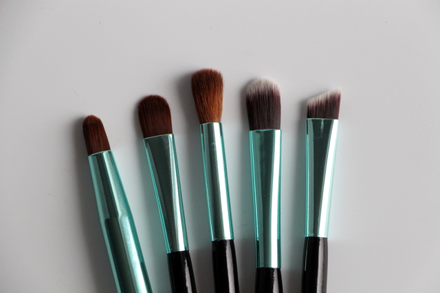 neve cosmetics aqua kit 7