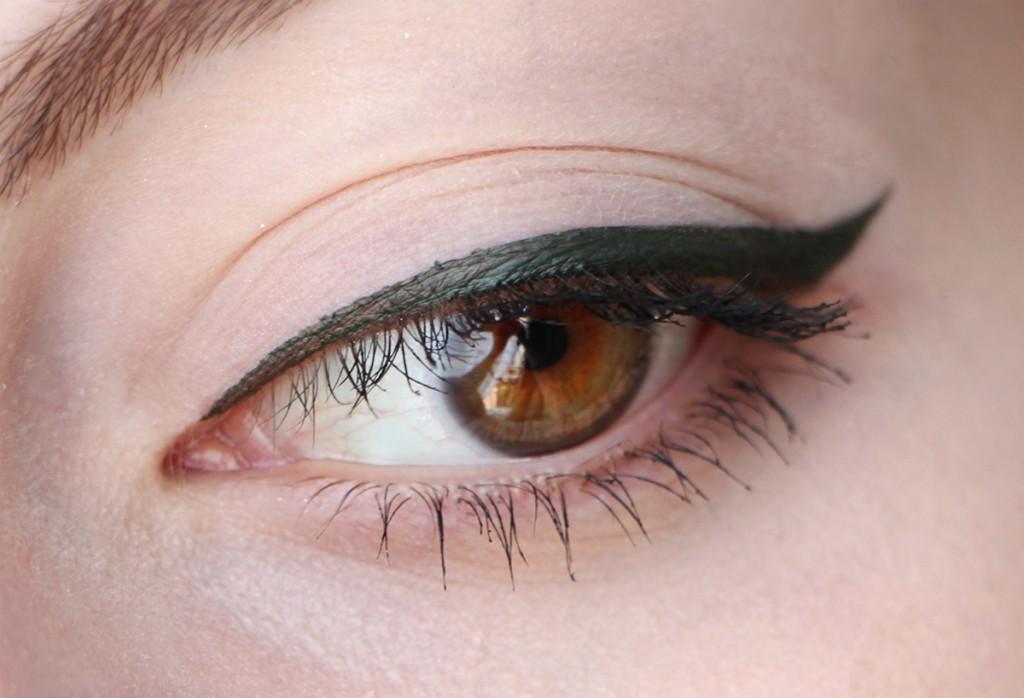 sketch liner too faced smokey emerald