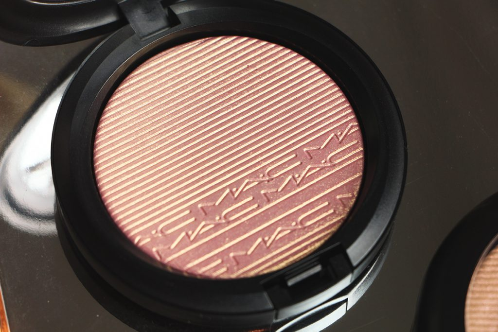 mac beaming blush extra dimension skinfinish 1