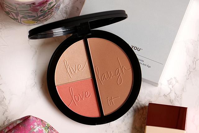 Un joli teint avec la palette Live, Love, Laugh d'It Cosmetics ?