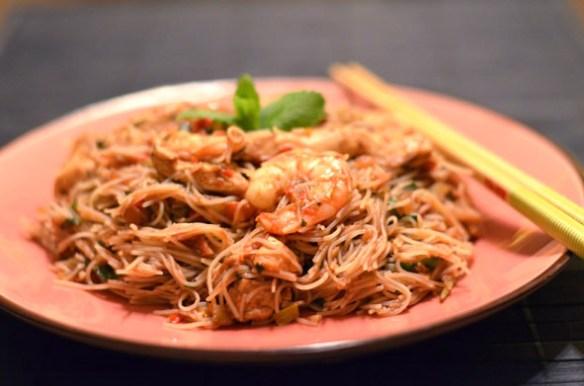 Vietnam-Nudeln mit dreierlei Köstlichkeiten