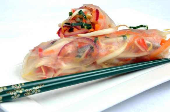 Sprossensalat mit Limette und Chili im Reisblatt