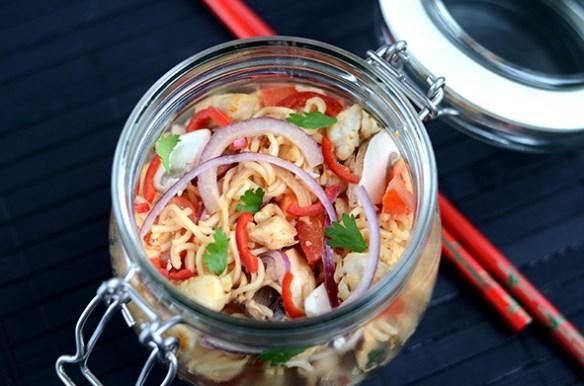 Thailändischer Fastfoodnudelsalat