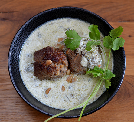 Lammklößchen in Joghurtsoße nach Ottolenghi