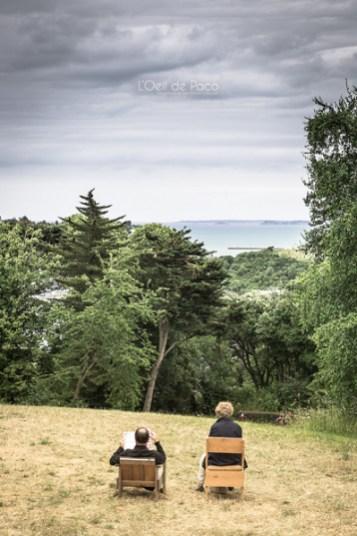 Photo #203 – Dans le jardin d'une villa avec vue sur mer…