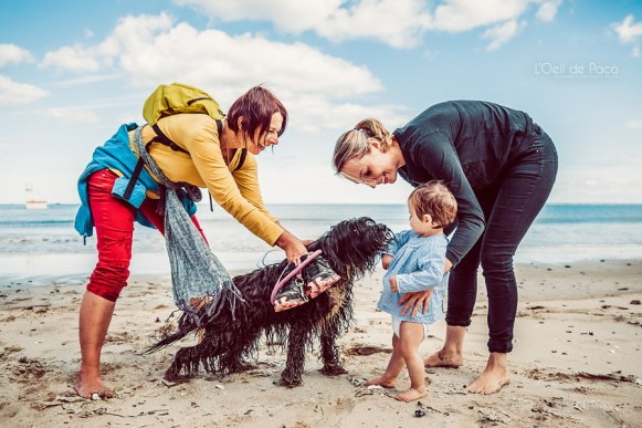 Un Œil sur votre famille – Charlotte et Milla avec chien