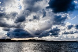 Série N°42 - A travers les nuages