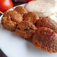 Boulettes pour brochettes au son d'avoine, farine de sarrasin et curry