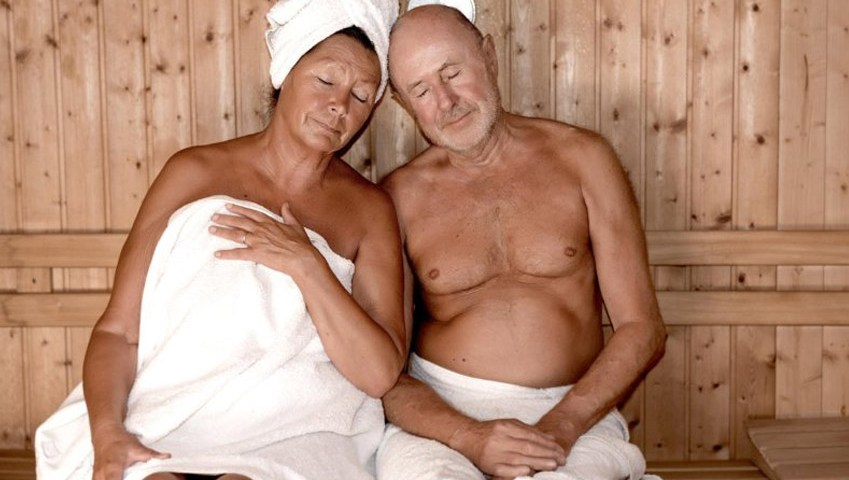Sitzen oder Liegen in der Sauna?