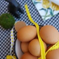 Decora la mesa de pascua y ponle huevos