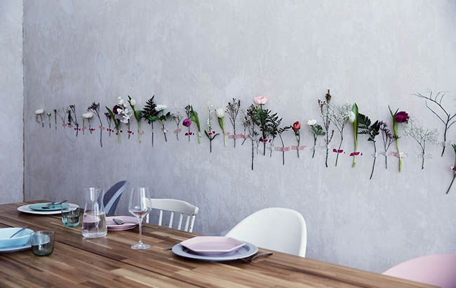Una-pared-decorada-con-flores