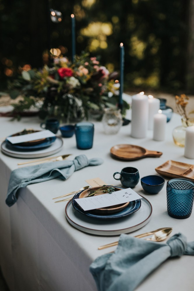 Una mesa bonita en azul
