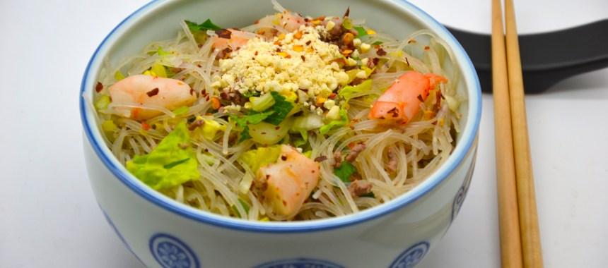 Salade thaï aux vermicelles de riz, crevettes géantes et boeuf haché