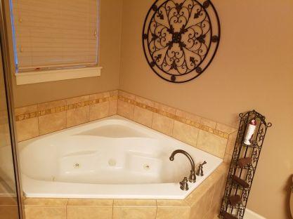 15 Moonbeams Master Bath Jetted Tub