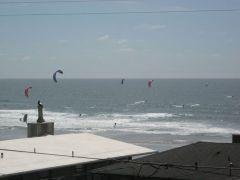 46 Kite Surfers