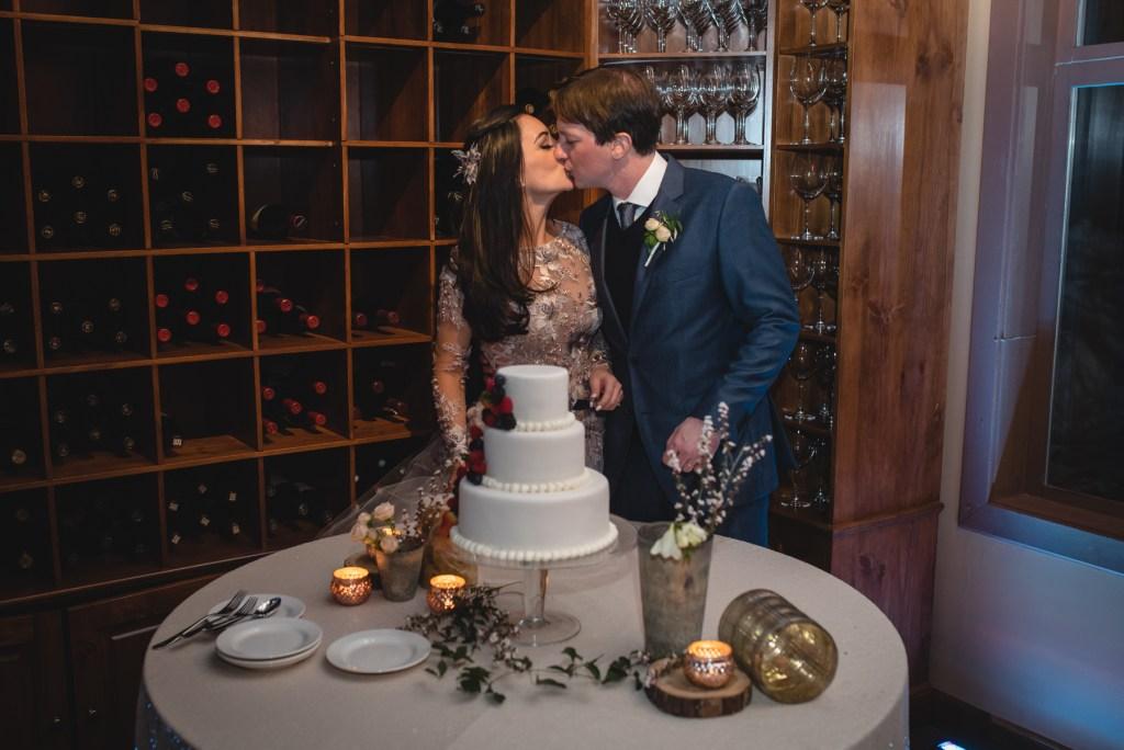 whistler-winter-wedding-fairmont-reception-cake