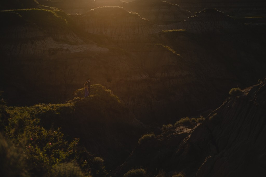 drumheller-engagement-scenic-sunset-couple